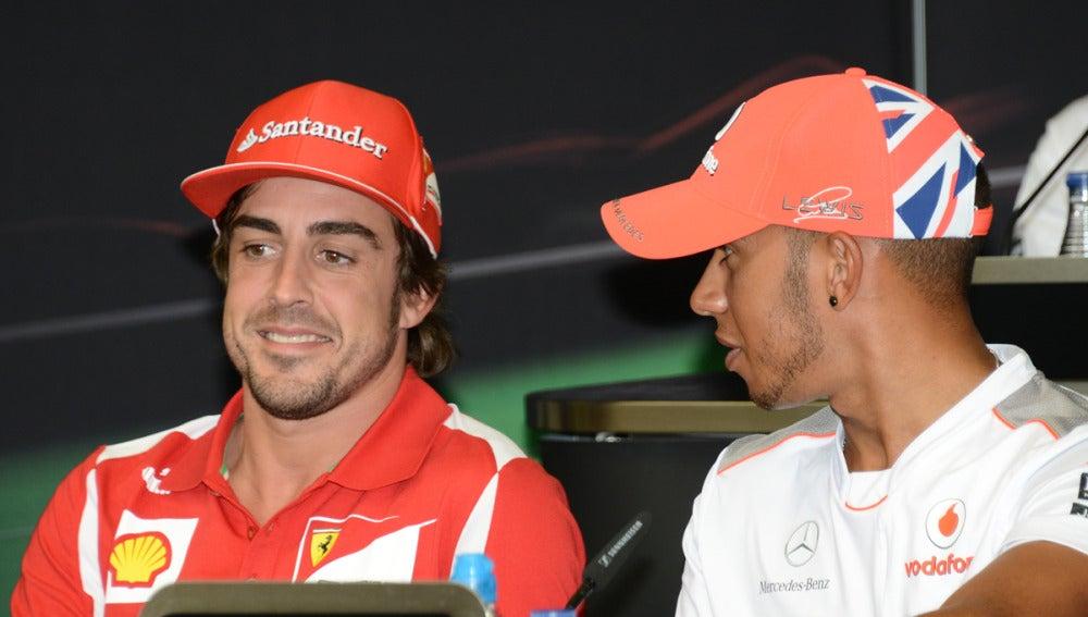 Alonso y Hamilton en rueda de prensa