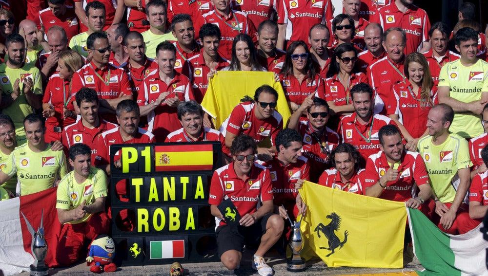 Fernando celebra la victoria