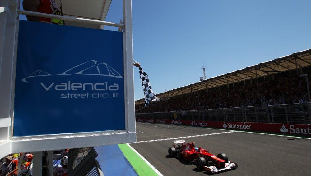Fernando Alonso al llegar a la meta