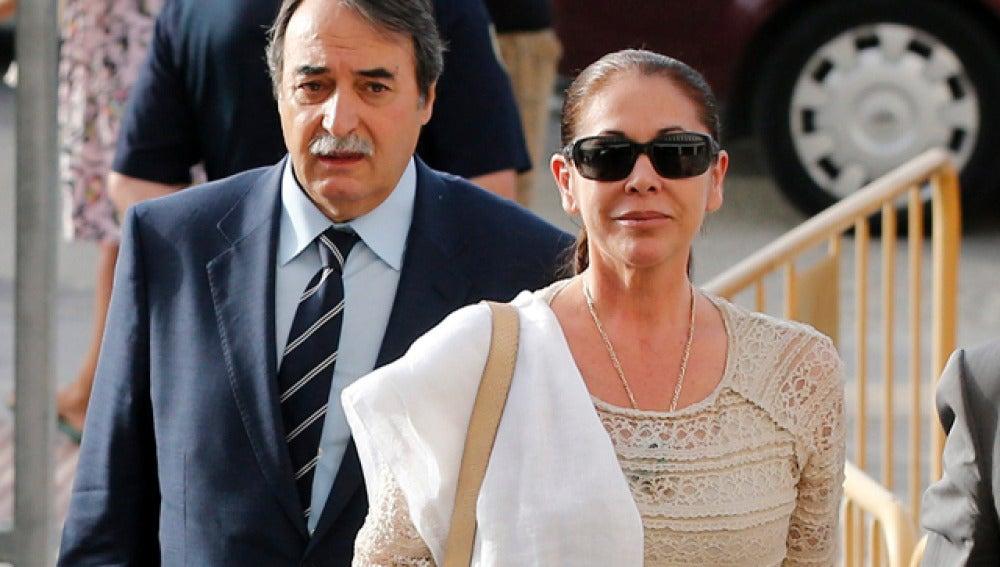 Isabel Pantoja, a su llegada a los juzgados en Málaga