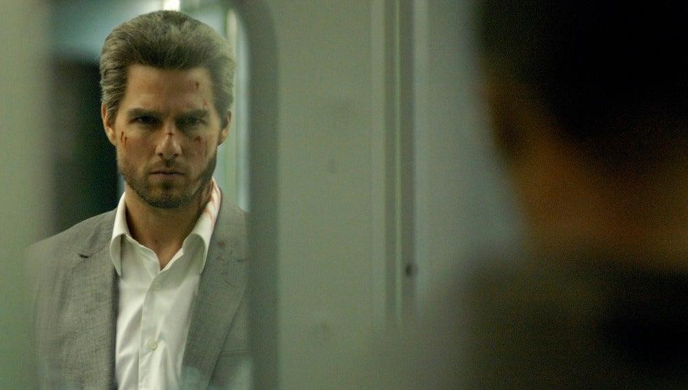 En 'Collateral' Cruise Interpreta a Vincent, un asesino a sueldo que viene a cumplir su misión y utilizará al taxista Max (Jamie Foxx) para llegar a tiempo a sus sangrientas citas.