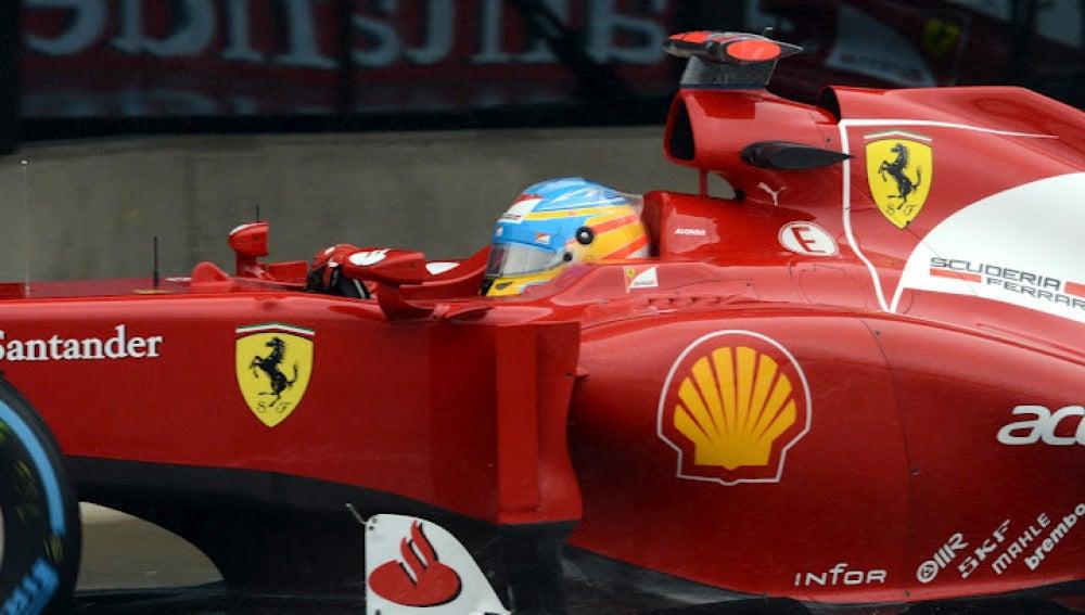 Alonso rueda en Silverstone