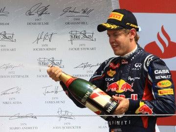 Sebastian Vettel en el podio del GP de Gran Bretaña