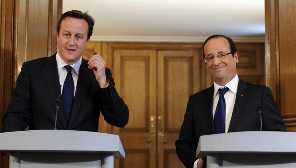 El presidente francés François Hollande y el primer ministro británico David Cameron