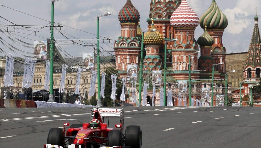Fisichella corre por Moscú