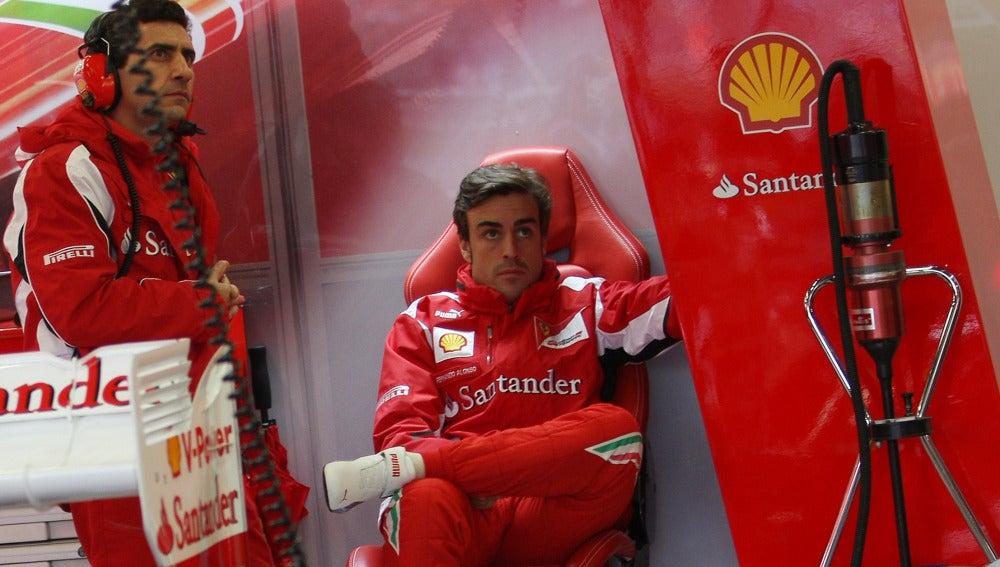Andrea Stella y Alonso en Silverstone