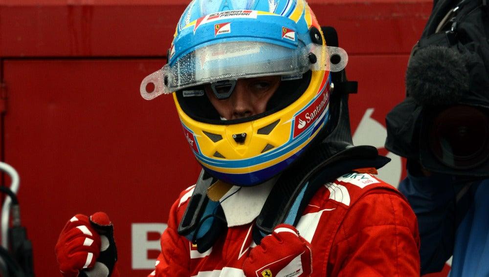 Alonso celebra la pole en Alemani