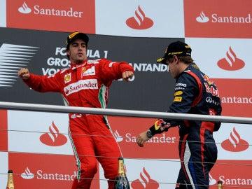 Fernando Alonso, en el podio del GP de Alemania junto a Vettel