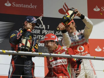 Vettel y Button riegan a Alonso