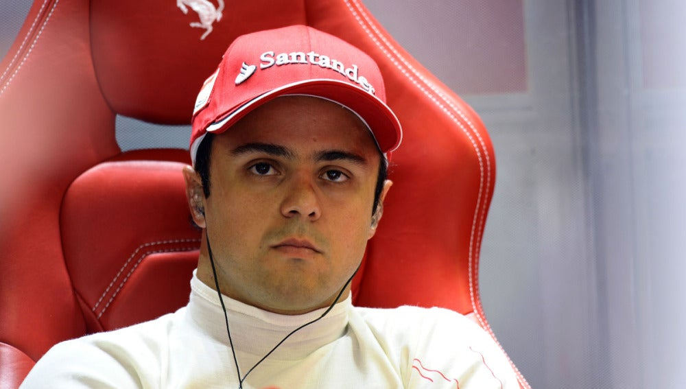 Massa en el box de Ferrari