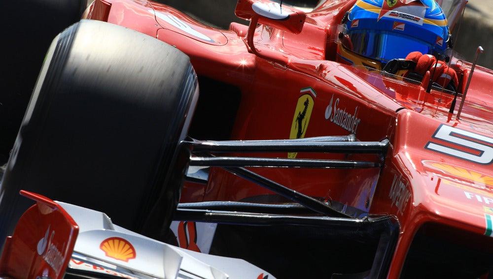 Alonso doma el Ferrari