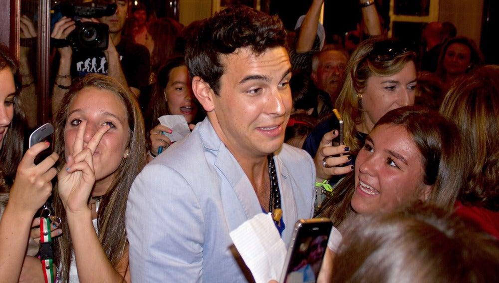 Rodeado de fans que no quisieron perderse  la visita del  actor