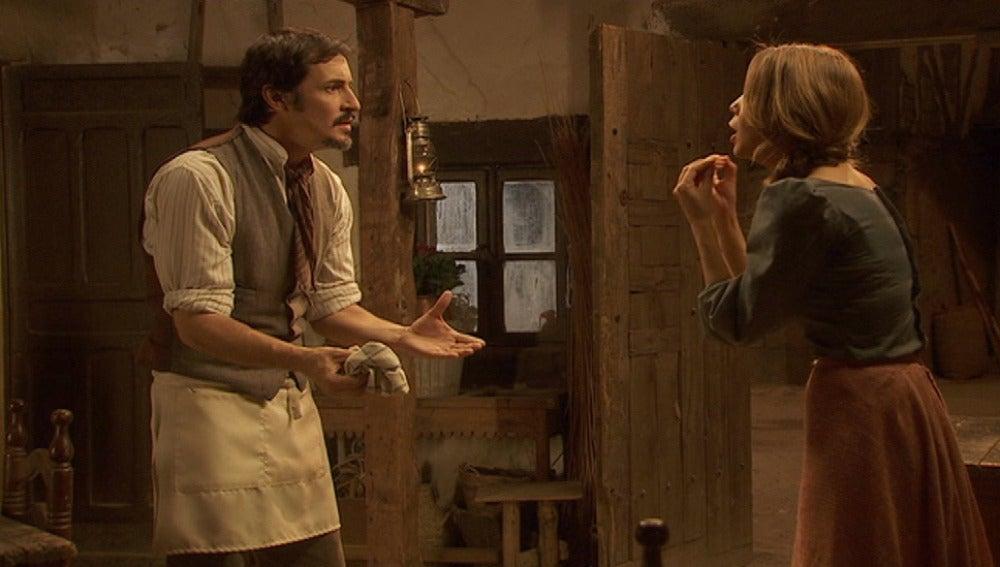 Alfonso comenta sus inquietudes Emilia