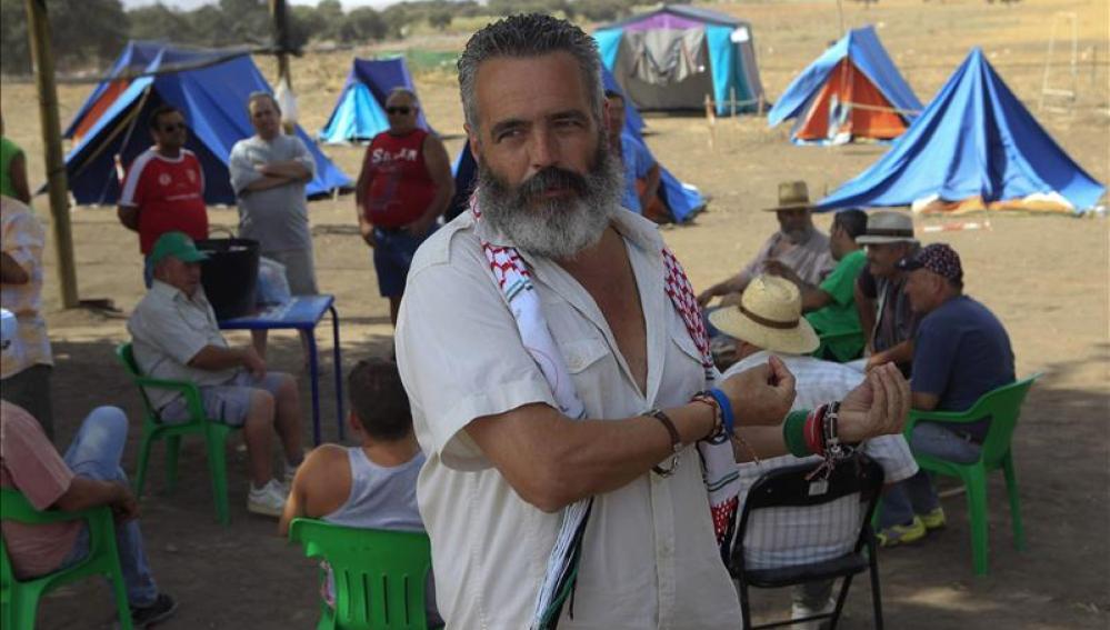 Sánchez Gordillo en una finca propiedad del Ministerio de Defensa