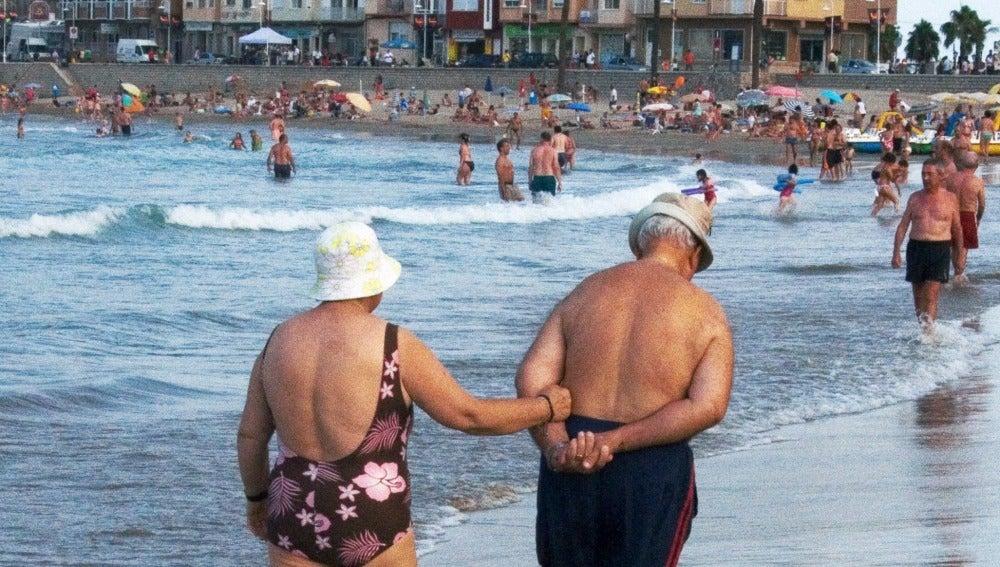 Personas mayores disfrutan de las vacaciones