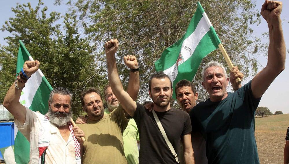 Juan Manuel Sánchez Gordillo junto a los detenidos