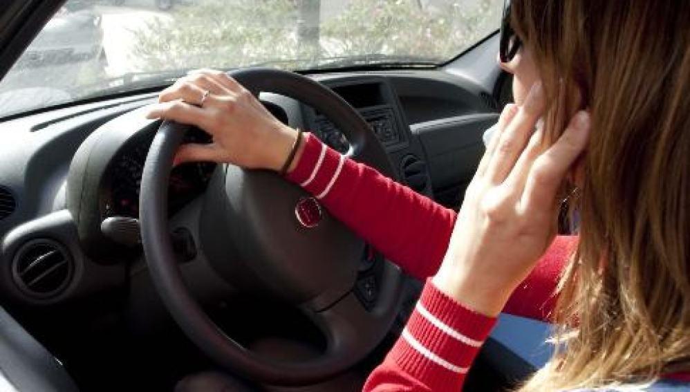 Uso del teléfono móvil al volante