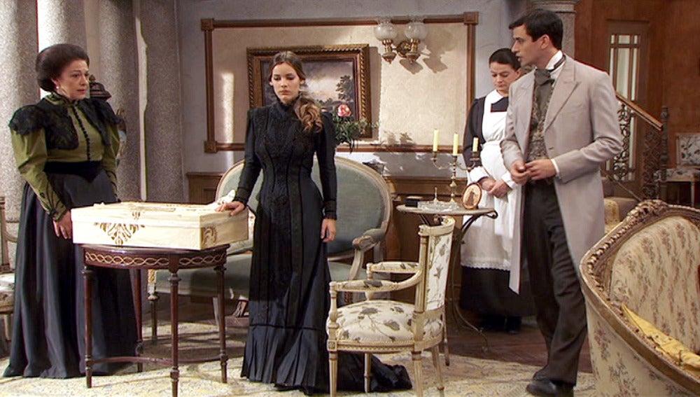 Rosario no consigue convencer a Soledad de que no se case