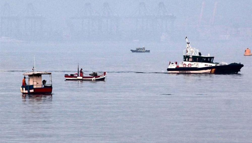 Pesqueros españoles faenan en aguas gibraltareñas
