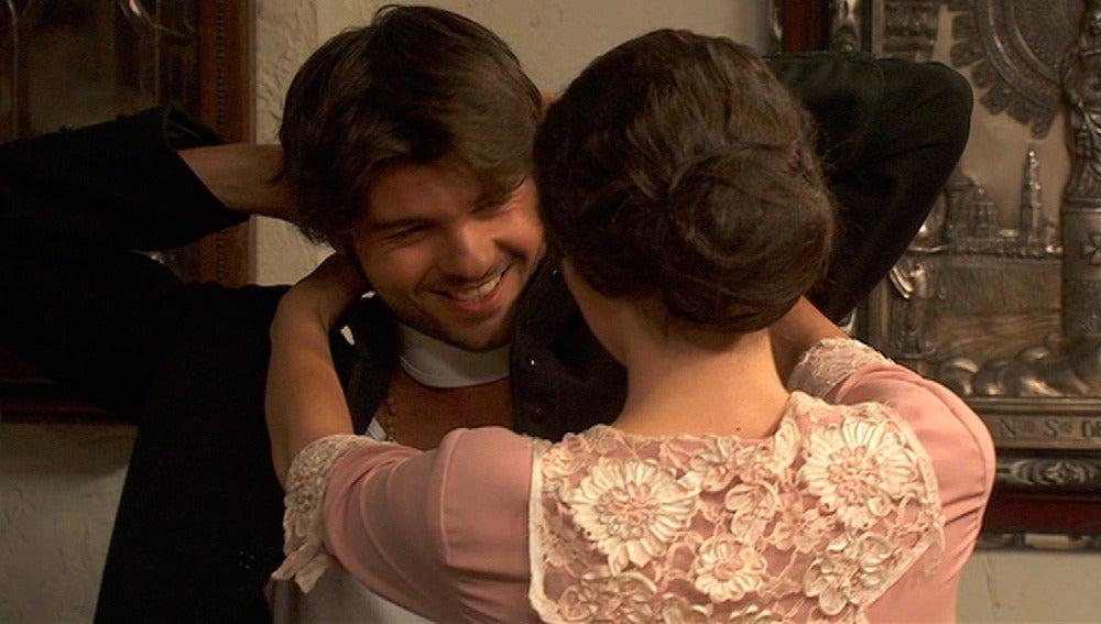 María se acerca a Gonzalo