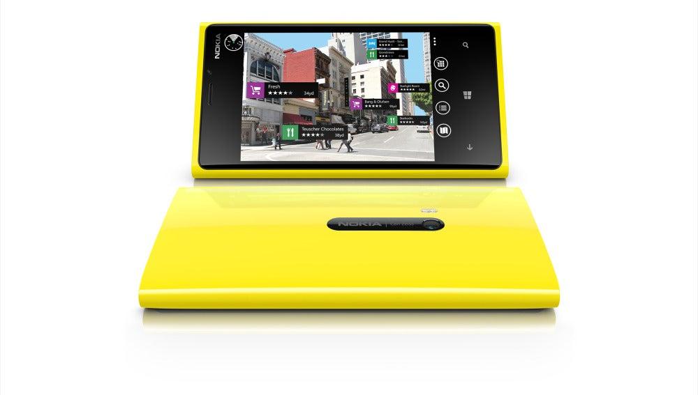 Teléfono Lumia, que presentaron Nokia y Microsoft