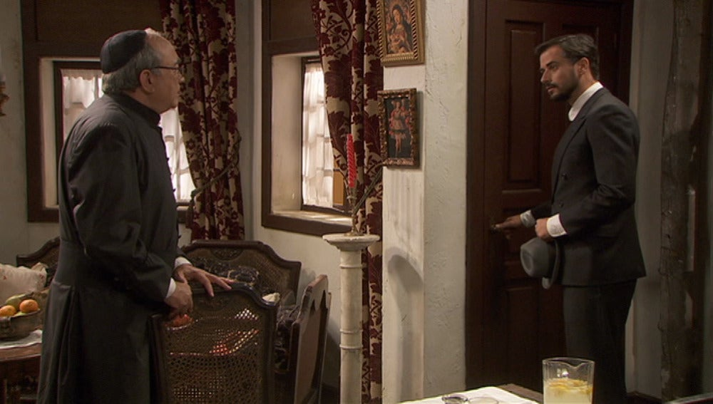 Don Anselmo se enfrenta a Olmo