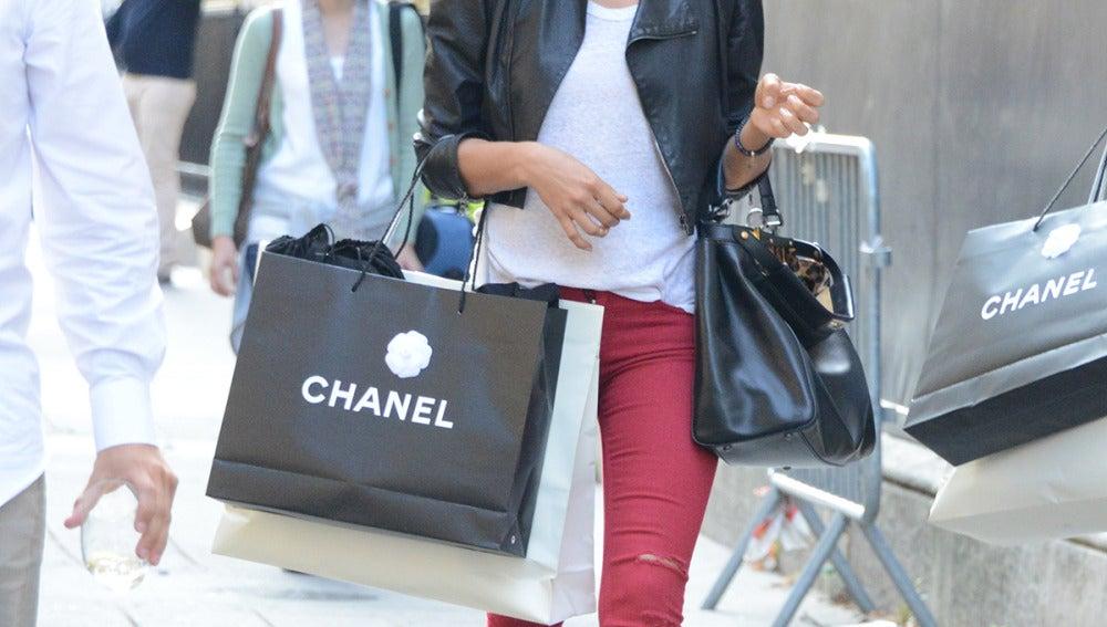 Aunque Cristiano no este pasando por un buen momento, ella parece que  se consuela yendo de compras