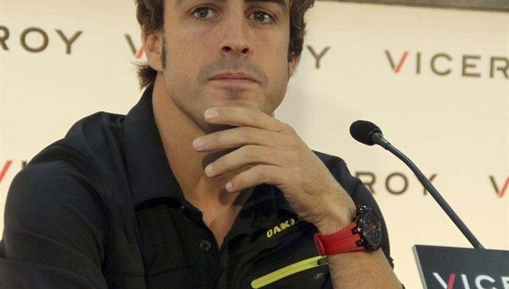 Fernando Alonso durante el acto publicitario en Madrid este miércoles.