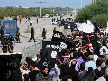 Manifestantes asaltan la embajada de EE.UU en Túnez