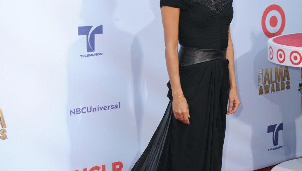 Eva Longoria, radiante con un vestido negro