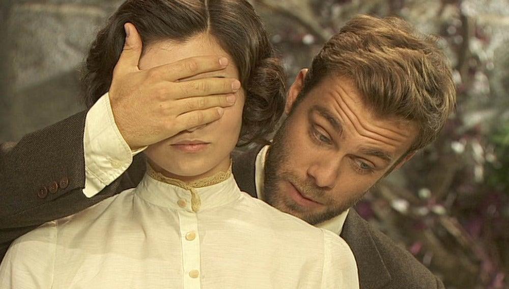 Fernando pide permiso a María para darle su primer beso