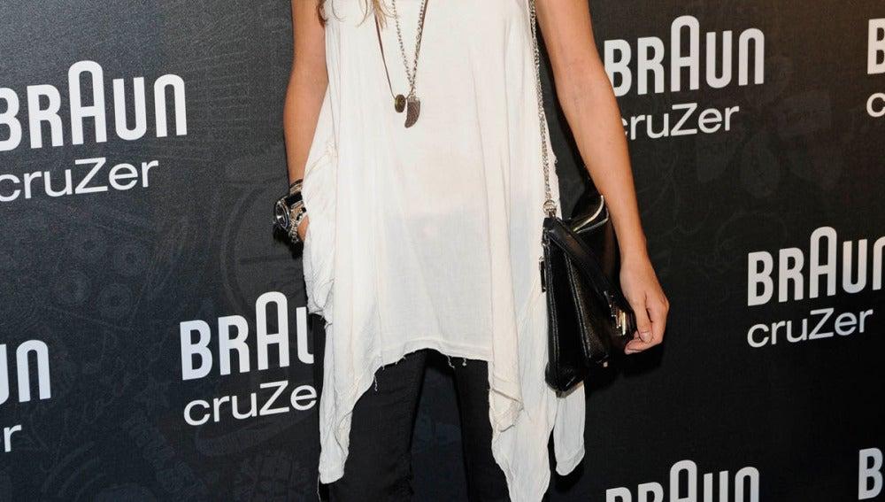 La actriz Ana Fernández, espectacular con un look muy otoñal