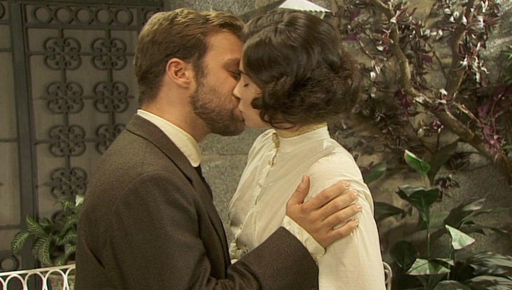 Fernando se disculpa con María por el beso