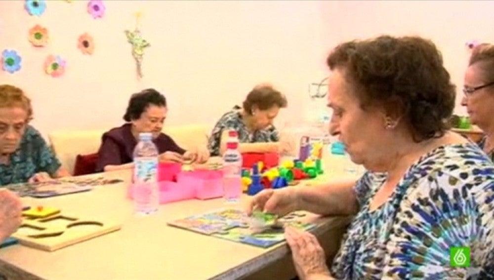 Enfermos de un centro de Alzheimer en Sevilla