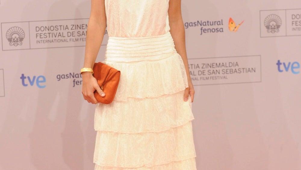 Macarena García, muy guapa de blanco