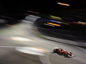 Alonso distorsiona Marina Bay