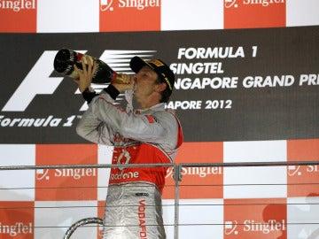 Button celebra su segundo puesto en Singapur