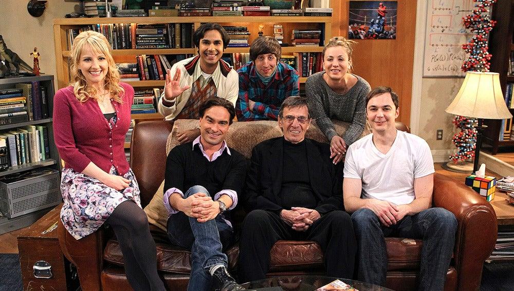 Leonard Nimoy en el plató de 'Big Bang'