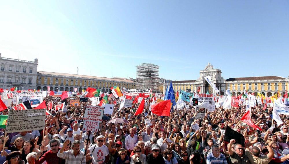 Protesta frente a la cámara de comercio en Lisboa