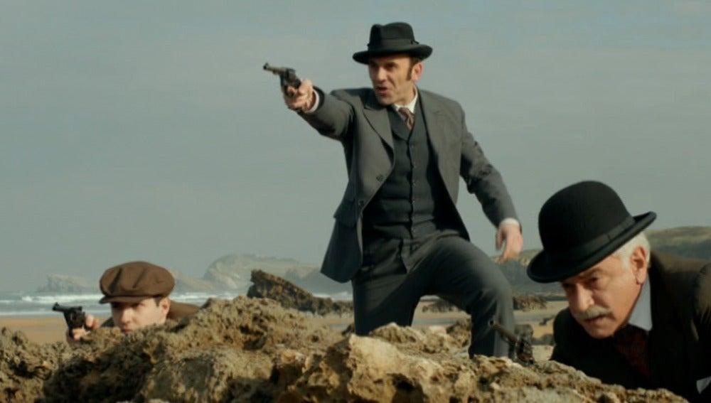Ayala y Hernando descubren a Javier con los contrabandistas