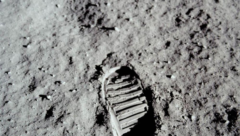 Huella de Neil Amrstrong en la luna