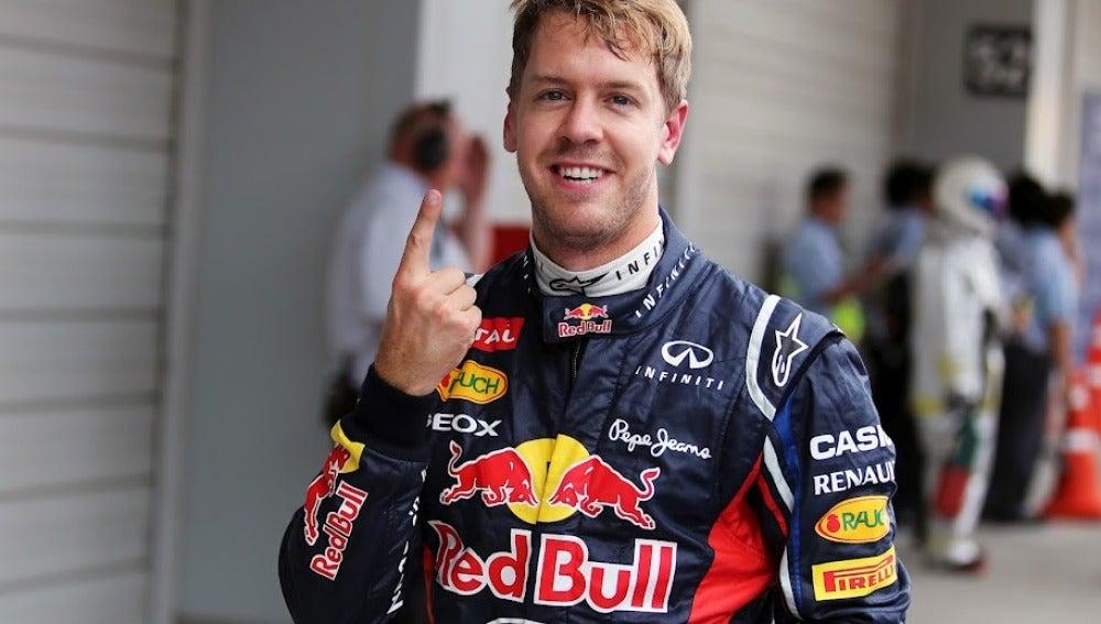 Vettel muestra el dedo tras ganar en Suzuka
