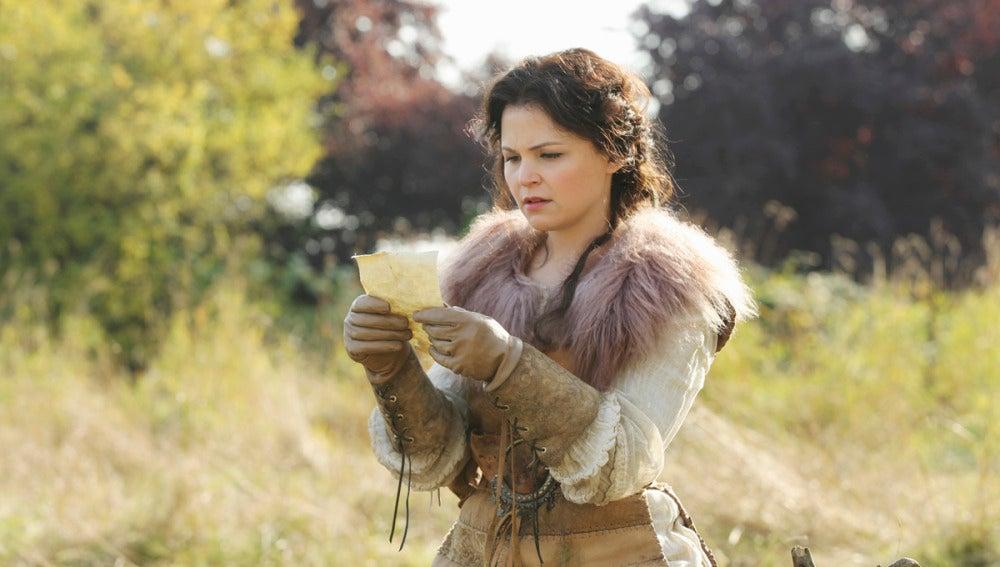 Blancanieves lee una carta