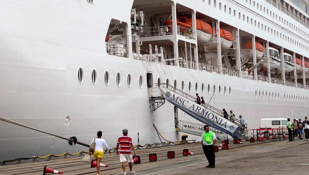 El crucero Orchestra en su llegada a Livorno