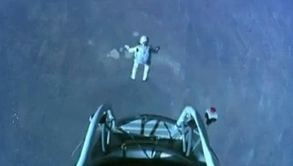 Felix Baumgartner salta desde 39.000 metros