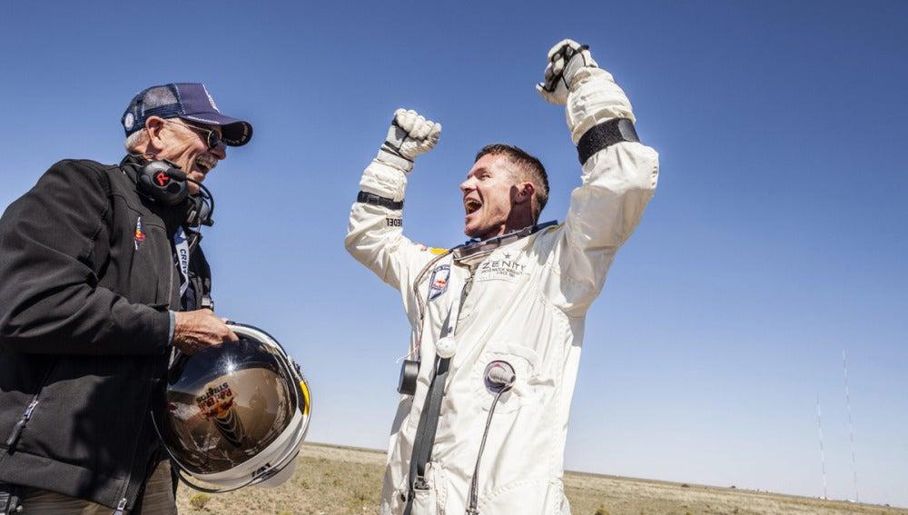 Felix Baumgartner a su llegada a tierra