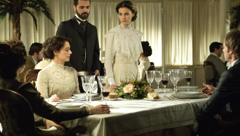 Alicia y Diego en el comedor