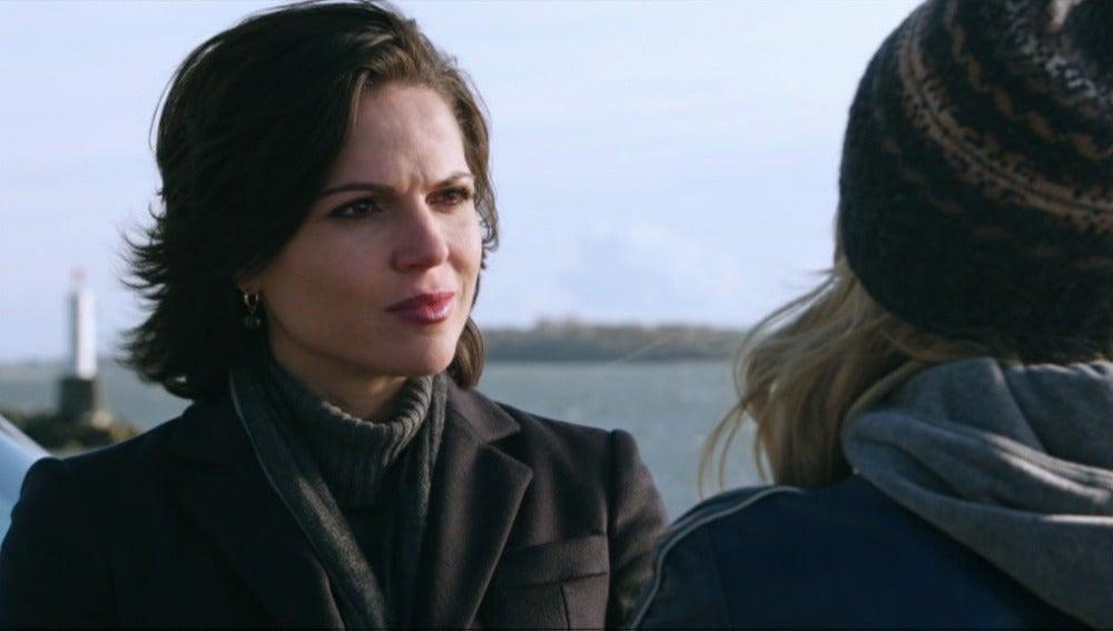 Regina destruye el escondite de Henry y Emma