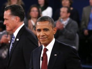 El presidente y candidato demócrata, Barack Obama (i), y el candidato republicano, Mitt Romney