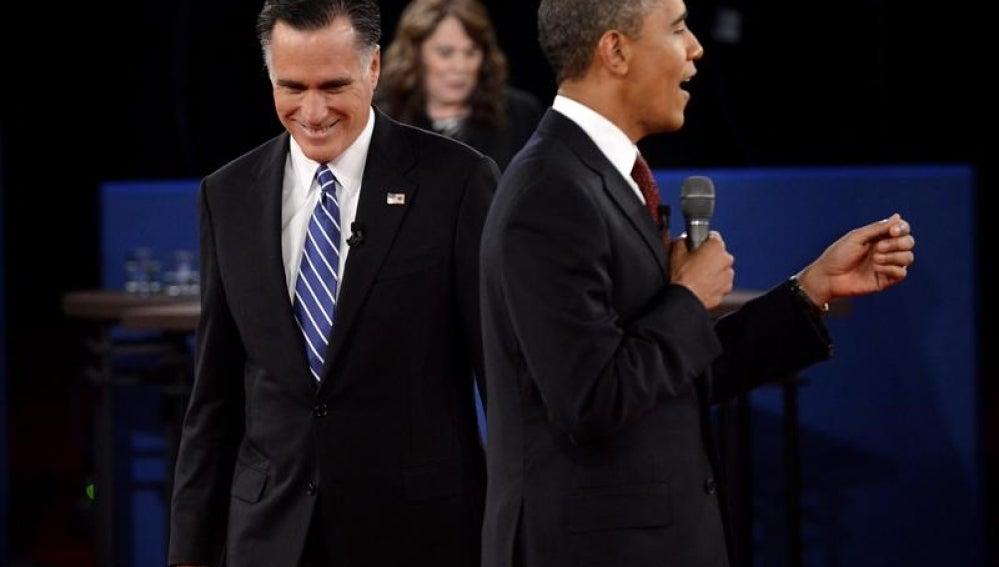 Obama y Romney en el segundo debate electoral.